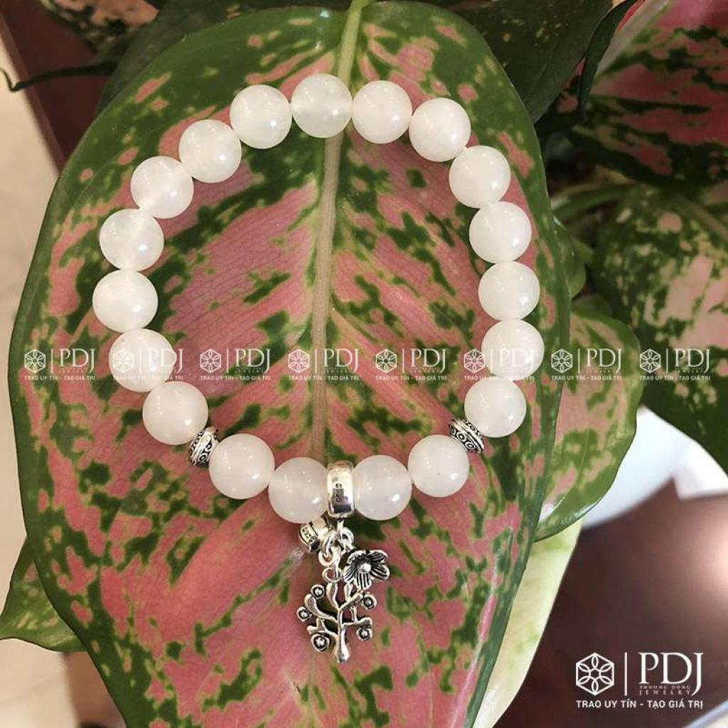 Vòng Thạch Anh trắng 8 ly charm bạc Thái
