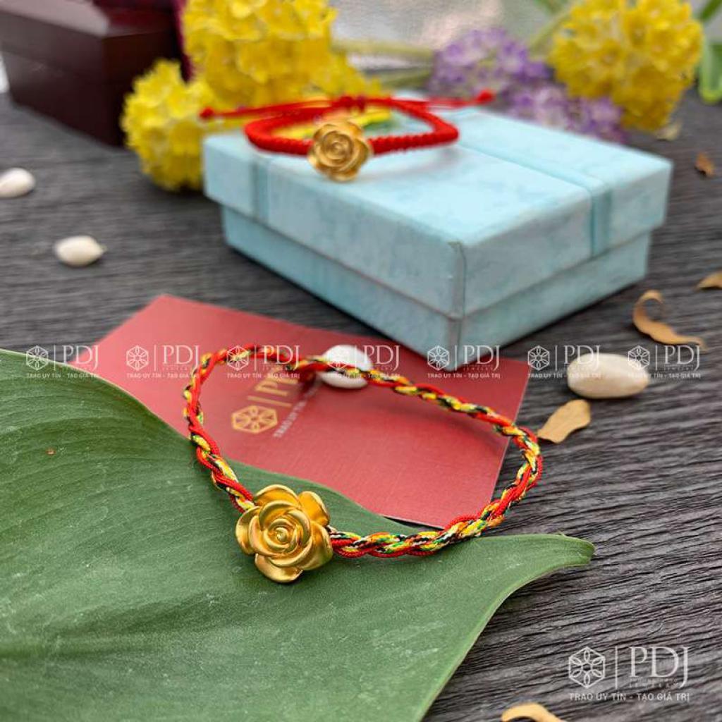 Vòng Tay Chỉ Đỏ - Vòng Tay Ngũ Sắc Charm Hoa Hồng Bạc Si Vàng