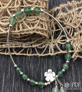 Vòng Đá Thạch Anh Dâu Tây Xanh Charm Bạc Hoa